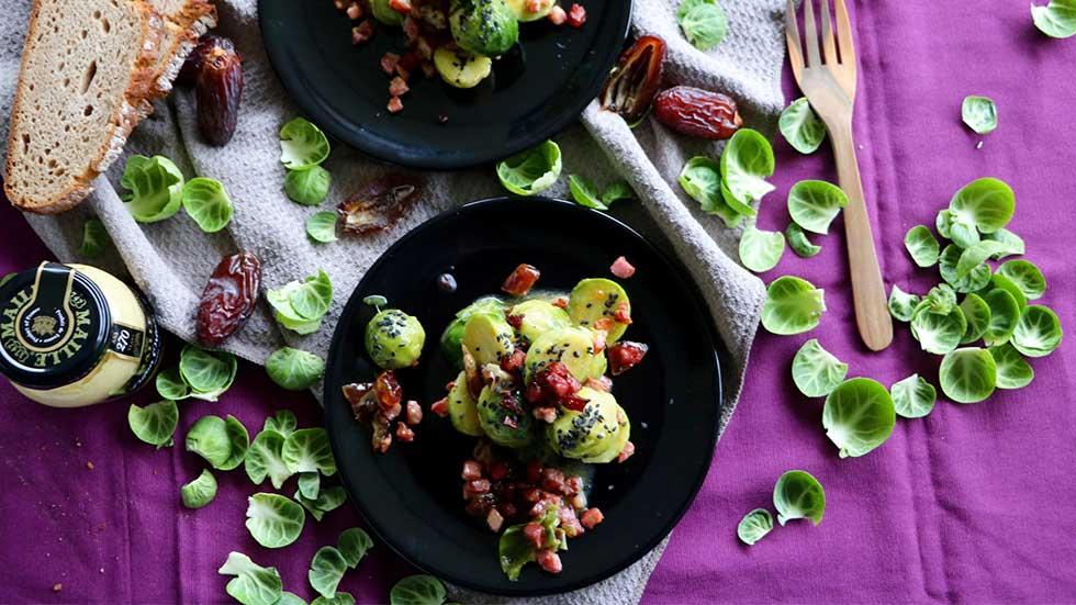Rosenkohlsalat mit Datteln und Speck